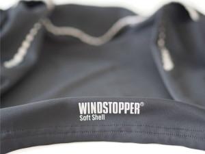 Gore Windstopper Softshell Logo auf Mythos Laufjacke
