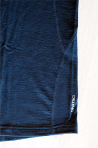 Dezenter Druck des Logos auf Merino Shirt