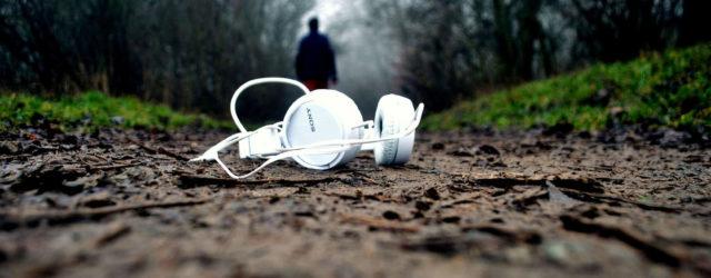 Laufen mit Kopfhörern _ Musik Waldweg