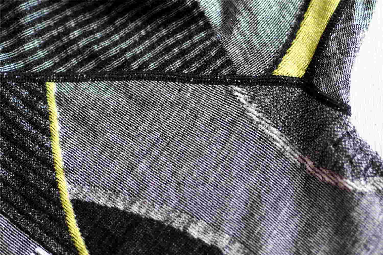 unterschiedliche-stoffstrukturen-aus-merinowolle
