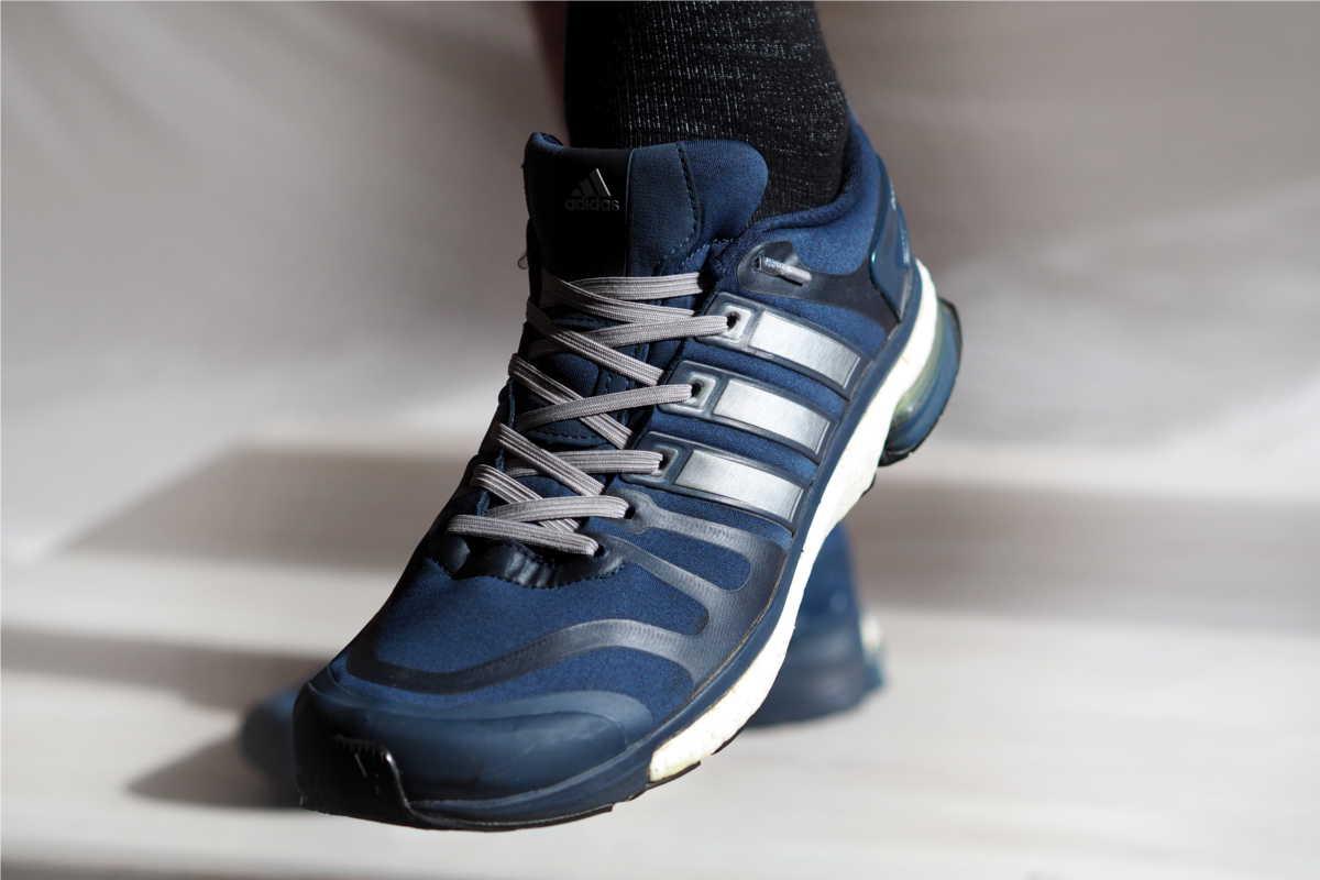 Adidas Laufschuhe blau mit elastischen Schnürsenkeln ohne Schleife von leazy