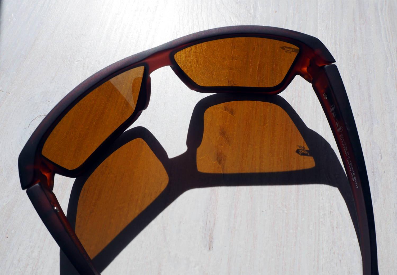 Sonnenbrille mit polarisierten Gläsern von gloryfy, die am Wasser und zum Laufen geeignet sind
