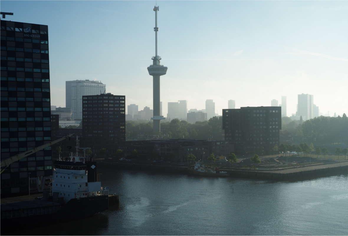 Rotterdam Skyline in der Morgendämmerung
