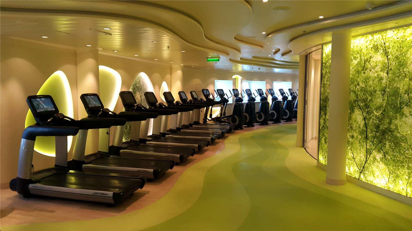AIDAprima Fitnessstudio Body & Soul mit vielen Laufbändern