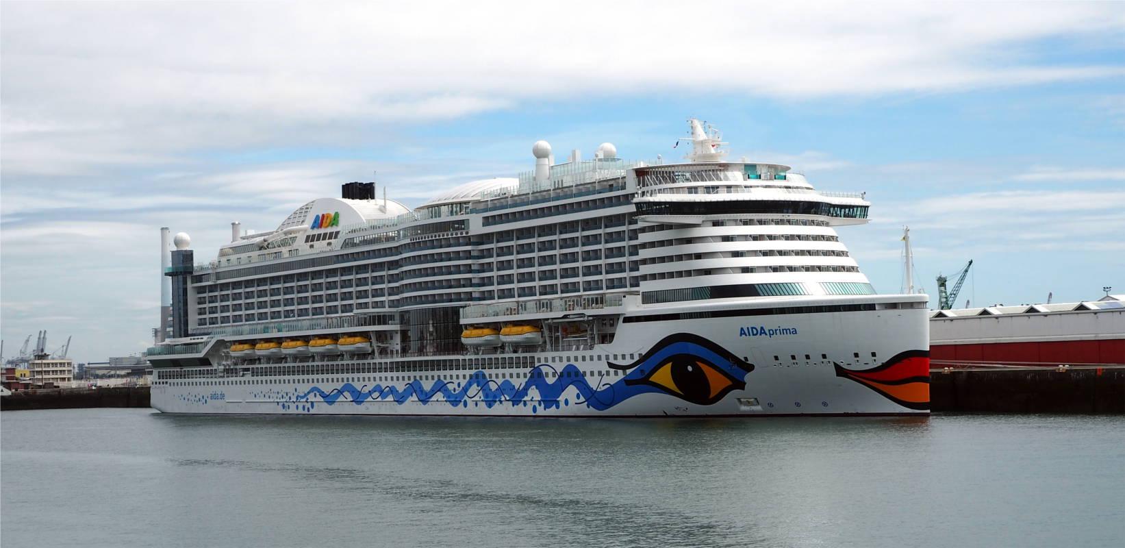 AIDAprima Kreuzfahrtschiff im Hafen von Southampton