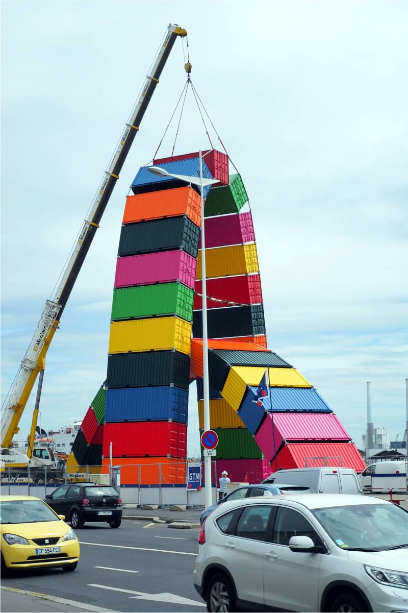 Kunstobjekt aus Containern in Le Havre Frankreich