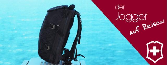 Victorinox Rucksack vor blauem Meer