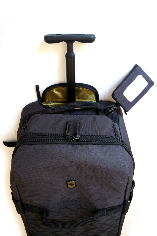 Reisetasche mit arretierbarem Teleskopgriff