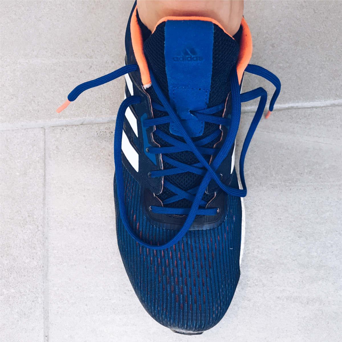 Philipp Pflieger Adidas Laufschuhe mit geöffneter Schnürung
