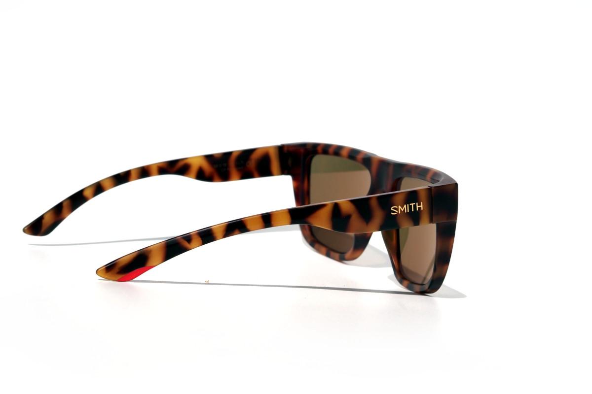 Braune Sonnenbrille mit polarisierten Gläsern